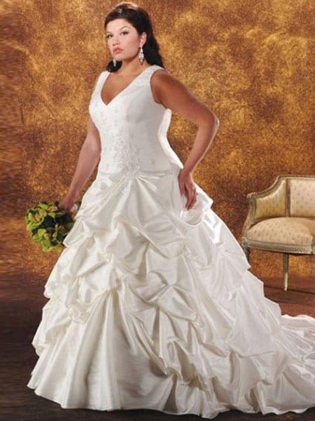 A line princess plus size wedding dress with a v neck for Wedding dresses burlington nc